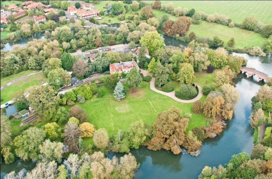 قصر جورج كلوني وزوجته يقدر بـ12 مليون جنيه استرليني