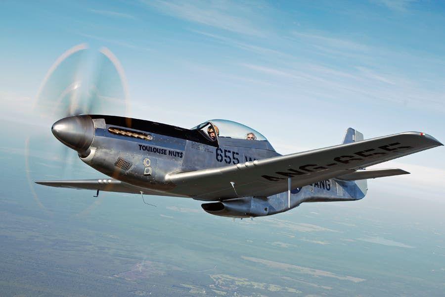 صورة لطائرة من نوع ب 51 موستاغ