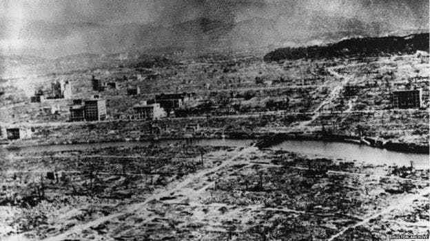 جانب من الخراب الذي لحق بناغازاكي عقب قصفها بالقنبلة الذرية