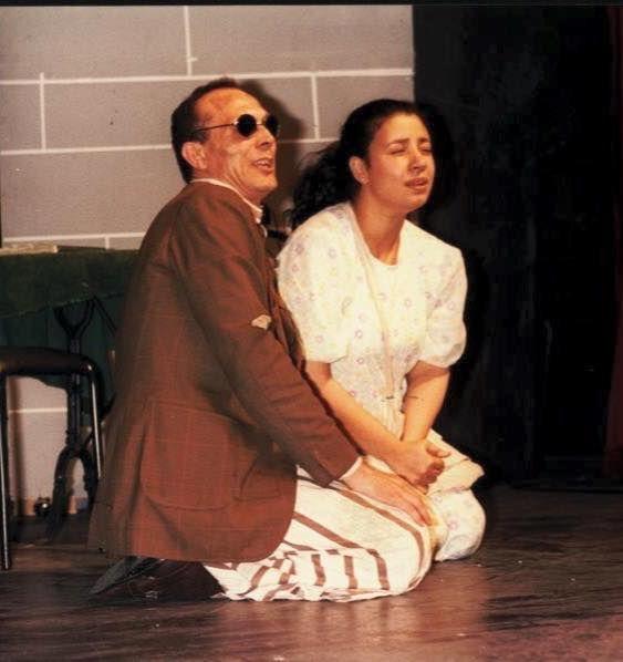 عبلة كامل ومحمد صبحي في مسرحية وجهة نظر