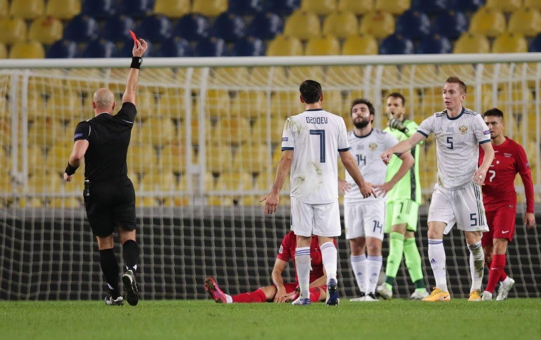 لحظة طرد لاعب روسيا من قبل مارتشينياك