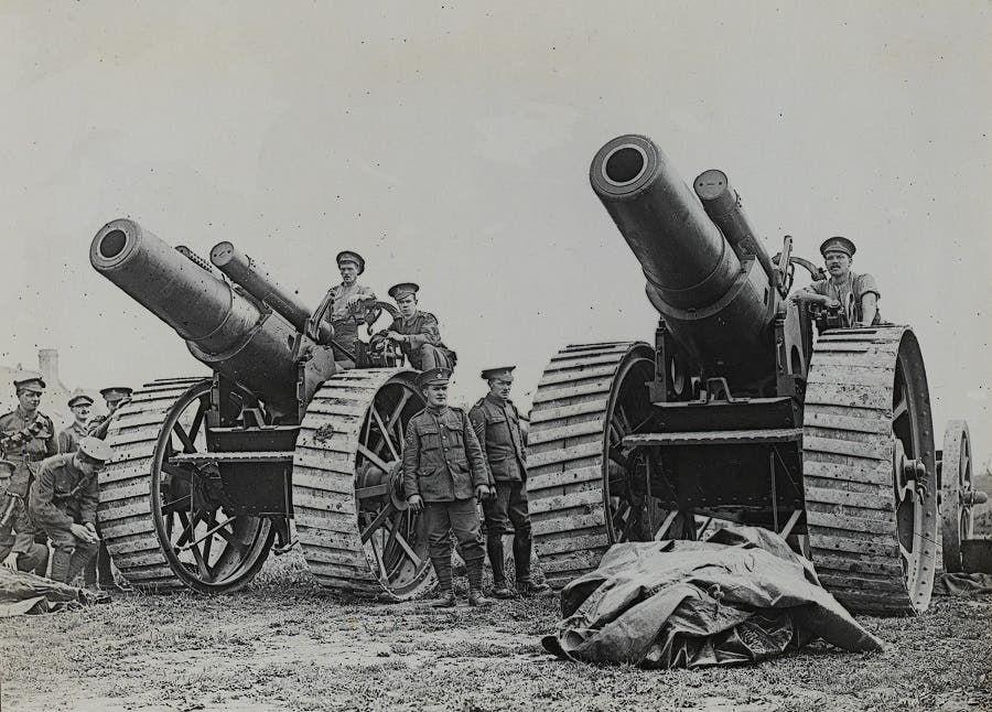 صورة لعدد من المدافع البريطانية خلال الحرب العالمية الأولى