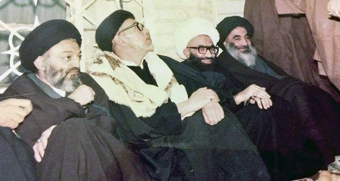 صورة تاريخية يظهر فيها السيد علي السيستاني والمرجع الشيخ علي الغروي