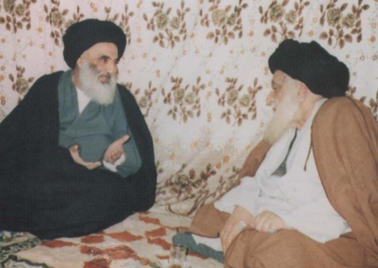 صورة تجمع السيد أبو القاسم الخوئي والسيد علي السيستاني