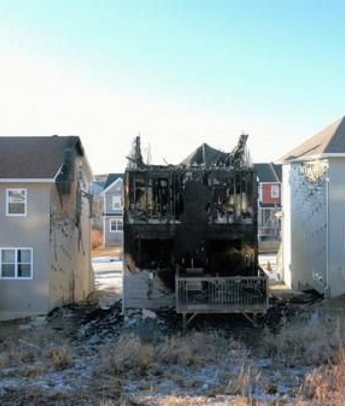 """فاجعة """"سورية"""" في كندا.. عائلة تخسر 7 أطفال بحريق منزل"""