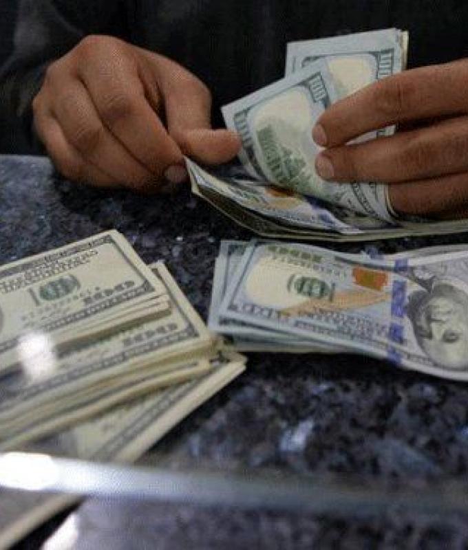 بعد عودة الصرافين.. كم بلغ سعر صرف الدولار؟