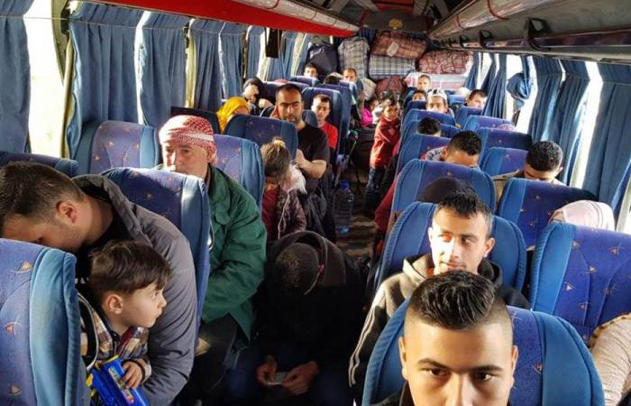 نازحون سوريون يغادرون لبنان