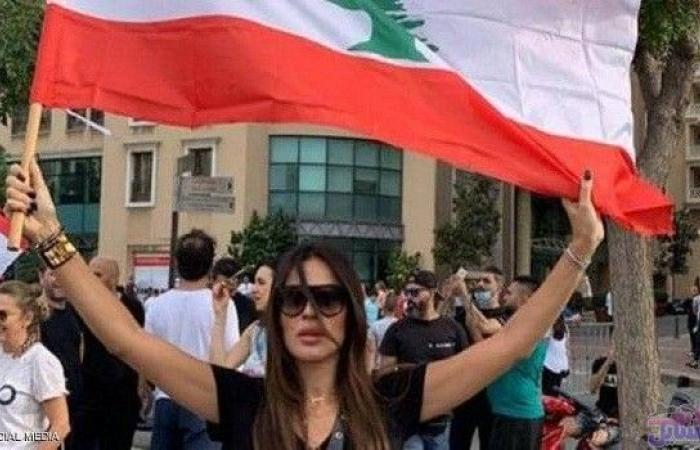 نجوم الفن يشاركون في احتجاجات لبنان بين التظاهر والتغريد عبر مواقع التواصل