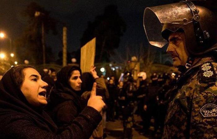"""بالفيديو – محتجو إيران: """"الموت للديكتاتور"""""""