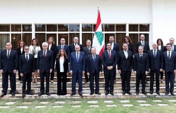 سقوط حكومة دياب الوشيك يشكل بداية النهاية..