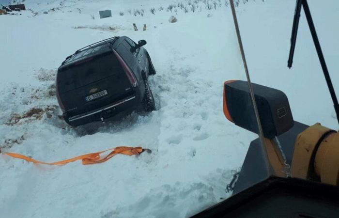 إنقاذ مواطنين غمرتهم الثلوج على طريق ترشيش-زحلة