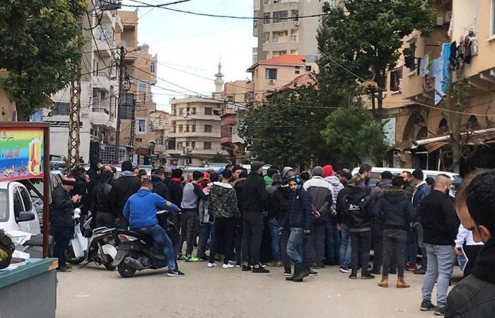 تجمع أمام مخفر الميناء للمطالبة بالإفراج عن موقوف