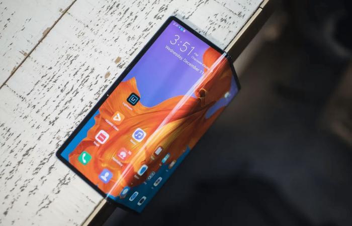 براءة اختراع تكشف عن تصميم هاتف قابل للطي قادم من هواوي