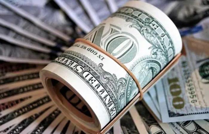 لهذا السبب يرتفع الدولار