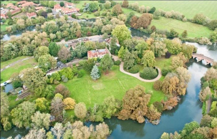 بالصور.. قصر جورج كلوني وزوجته غارق بالمياه