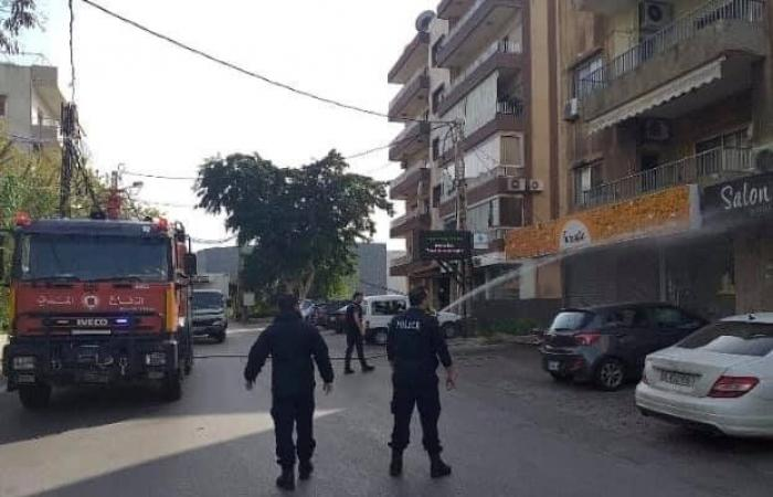 بلدية ضبية تعقم ورئيسها قبلان الأشقر يساعد سكان المنطقة
