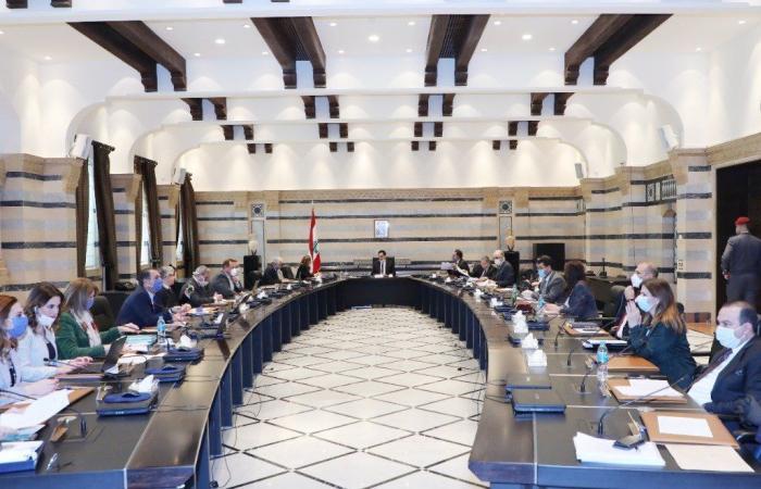 الحكومة اللبنانية مهددة بانفجار من الداخل بسبب خلاف التعيينات والقيود على السحوبات