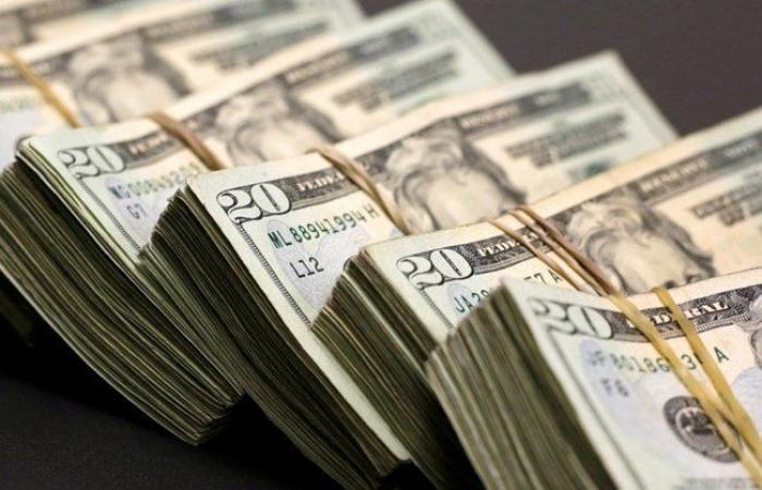 المصارف توقف السحوبات بالدولار!