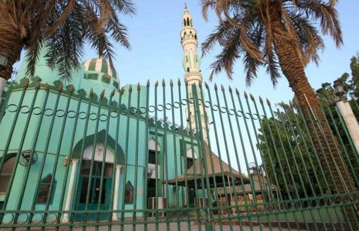 السودان يحظر صلاة الفطر في المساجد