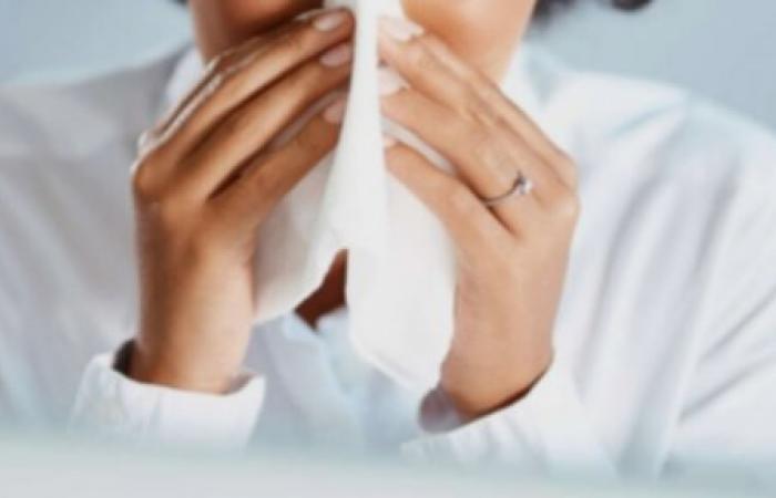 كيف أستطيع التفريق بين الزكام والإنفلونزا والحساسية؟