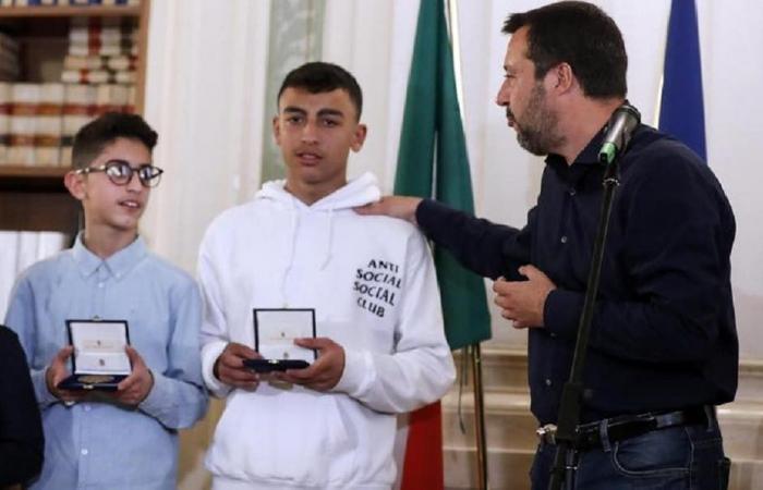 السجن لسنغالي منعه طفل مصري من حرق 51 طالباً في إيطاليا