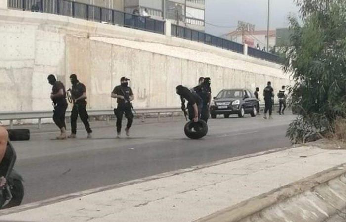 """محتجون يقطعون طريق المطار… و""""الحزب"""" يفتحها؟"""