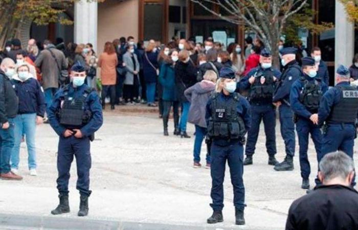 فرنسا تكشف تفاصيل حادثة ذبح المدرس
