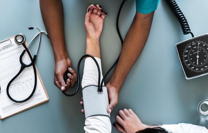 اعراض هبوط الدورة الدموية عند مرضى السكر منها برودة القدمين