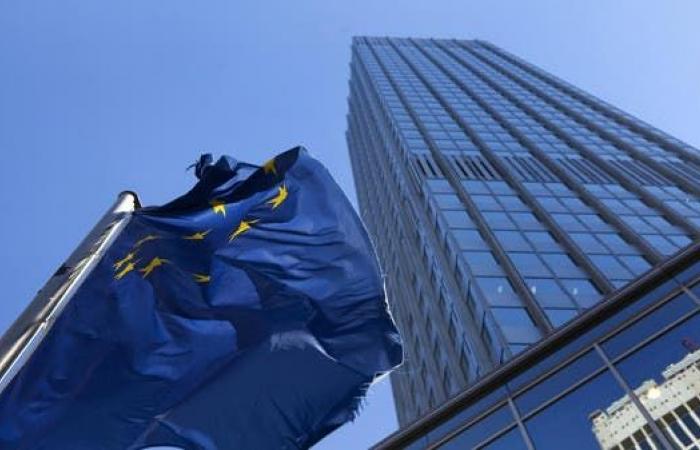 المركزي الأوروبي يثبت الفائدة ويبقي برنامج التحفيز دون تغيير