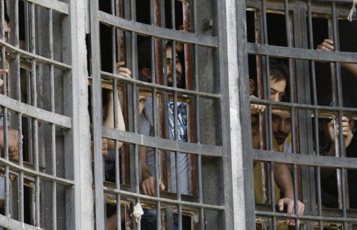 فرار عشرات السجناء في لبنان.. ومقتل 5 منهم في حادث سير
