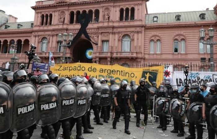 نقل جثمان الأسطورة مارادونا إلى مقر الحكومة الأرجنتينية