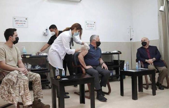 """بالصور ـ ملك الأردن والأميران الحسن والحسين يتلقون لقاح """"كورونا"""""""