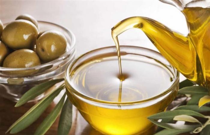 7 فوائد لتناول ملعقة من زيت الزيتون على معدة فارغة قبل الإفطار يوميا