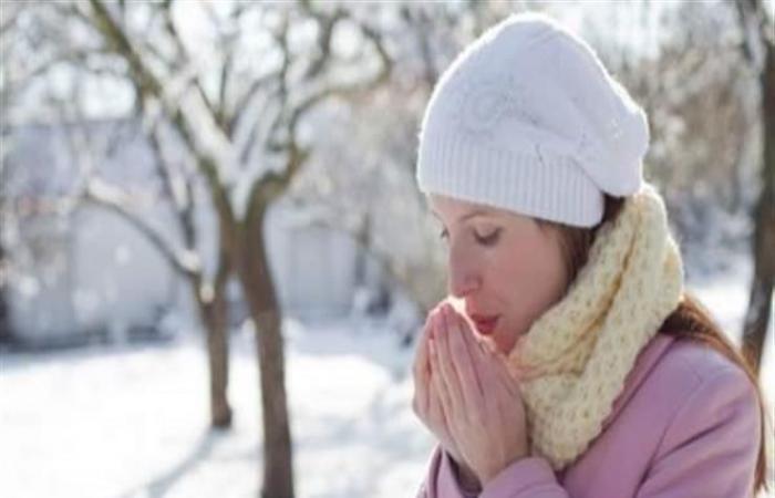 هل بسبب الطقس البارد فقط.. ماذا تكشف برودة الأطراف عن جسمك؟