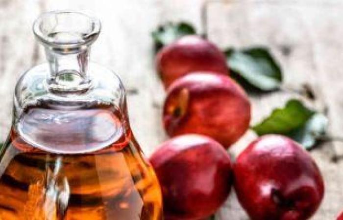 فوائد لا تعرفها عن خل التفاح.. يزيل رائحة العرق ويُعالج قشرة الشعر