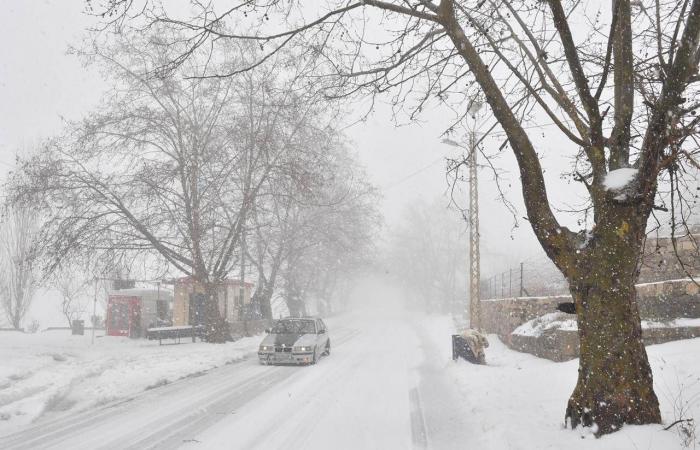 طرقات جبليّة مقطوعة بسبب الثلوج