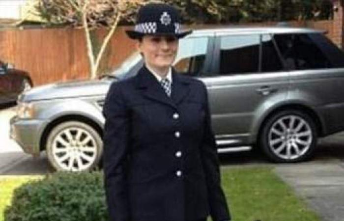 بريطانية من ضابطة في الشرطة الى عارضة أزياء