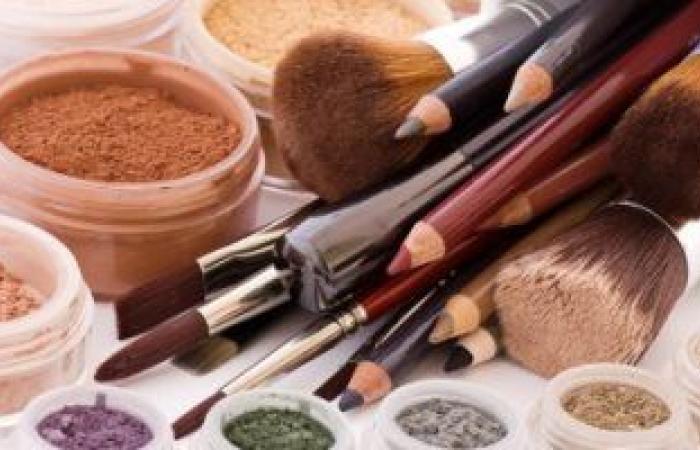 مستحضرات التجميل تزيد خطر الإصابة باضطرابات الغدد الصماء.. دراسة تؤكد