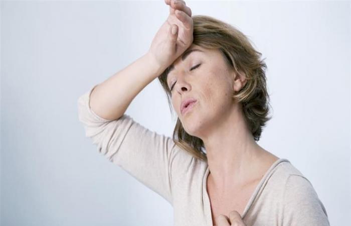 """6 خلطات عشبية طبيعية لتخفيف الأعراض المزعجة لـ""""سن اليأس"""""""