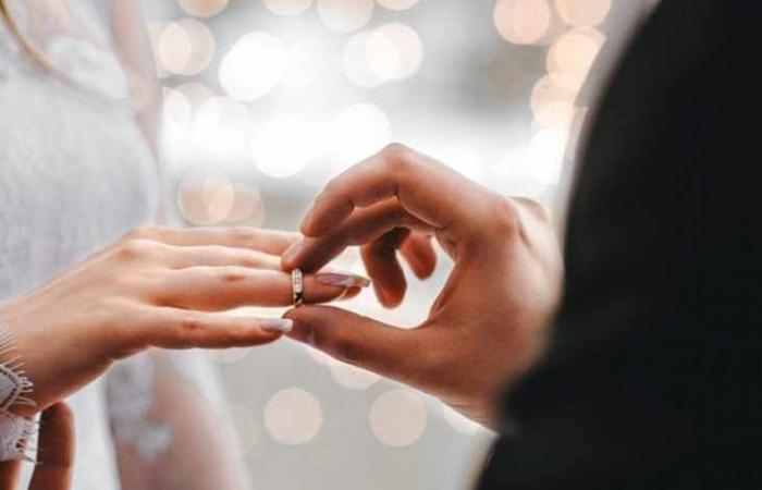 القبض على رجل عرض صور زوجته لاستدراج راغبي الزواج