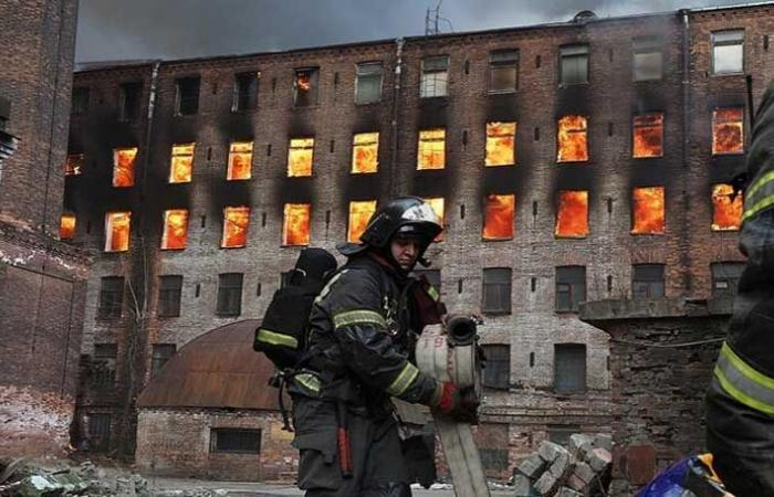 قتيل بحريق بمبنى تاريخي في روسيا