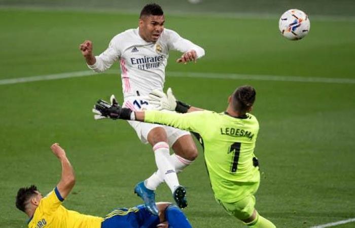 ريال مدريد يهزم قادش ويرتقي إلى الصدارة