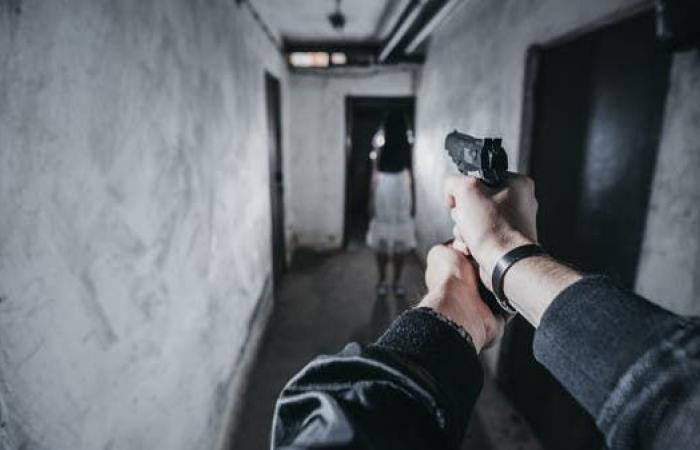 معلمة منعت الكارثة.. تلميذة تطلق النار بالمدرسة وتصيب 3