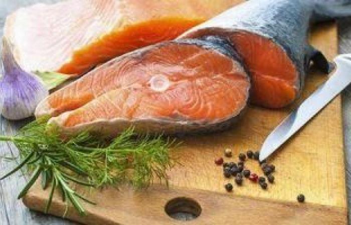 لو سنك عدى الخمسين.. أطعمة تحميك من الشيخوخة منها التوت والأسماك