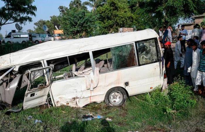 عشرات الوفيات والجرحى بحادث سير في باكستان