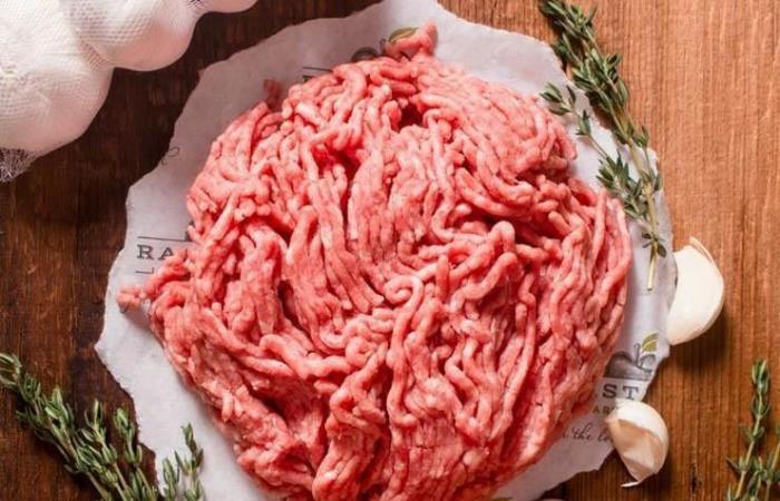 كيف تعرف أن اللحم المفروم غير مناسب للتناول ومغشوش؟