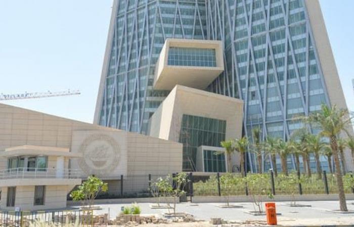 محافظ المركزي الكويتي يدعو لإصلاحات عاجلة لضمان الاستقرار