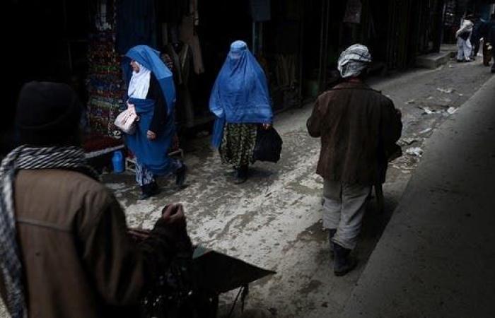 بعد شهر من سقوط كابل.. الاقتصاد يختنق والأمن ينتعش