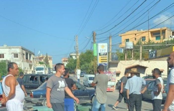 الخرايب.. قطع الطريق احتجاجًا على عدم تعبئة البنزين