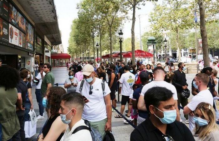 اعتقال روسي يشتبه بإطلاقه النار بشارع الشانزليزيه في باريس